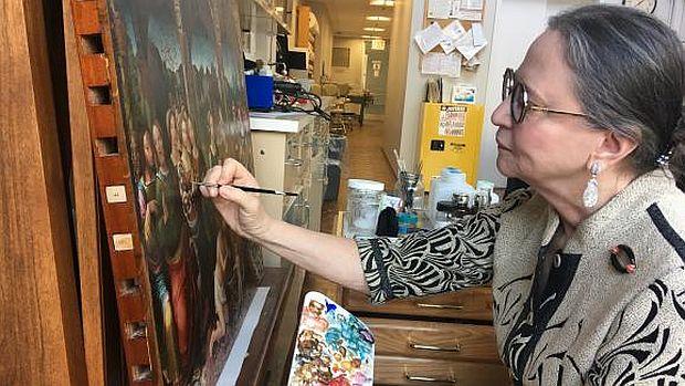 Dianne Dwyer Modestini, no seu atelier em Manhattan (Marco Wolter-Radio France)